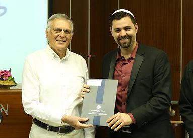 רועי יוזביץ עם פרופסור שכטמן מלגת וולף