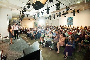 רועי יוזביץ במופע טלפתיה בכנס עושים היסטוריה של רן לוי