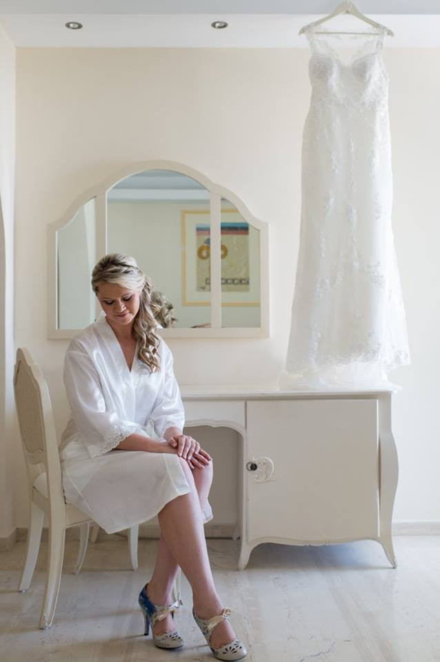 The dressing rooms at El Greco Hotel in Santorini is perfect for bridal wedding shoots.