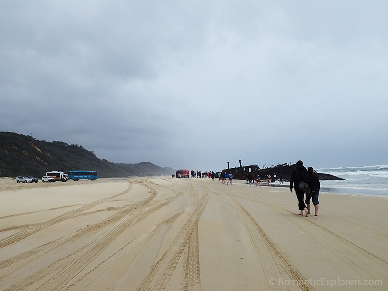 Walking next to the highway of Fraser Island to the Maheno Shipwreck