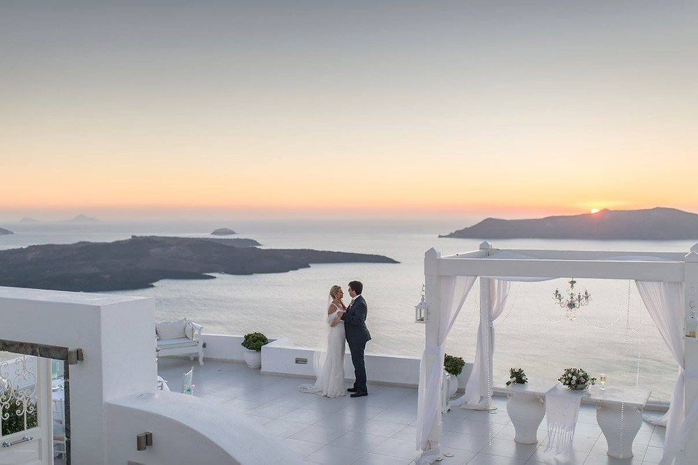 Tips for eloping in Santorini, Greece