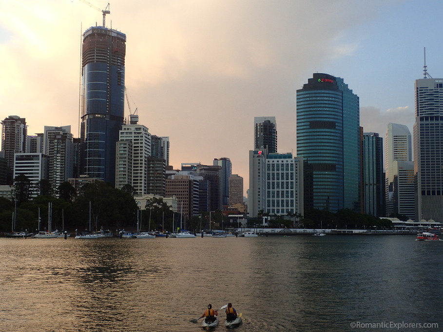 Romantic sunset kayaking tour with Riverlife in Brisbane - a great date night idea!
