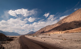 vecteezy_desert-road-with-horizon-blue-sky-and-white-clouds_1157976.jpg