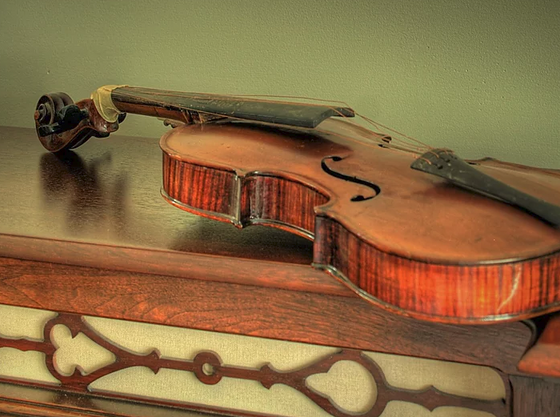 Some stories around the most famous violins