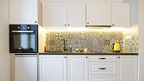 gas-stove-in-luxury-kitchen-PKM4K9L.jpg