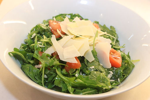 Salad with Tomatos and cheese