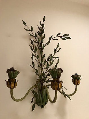 Beautiful leaf sconce