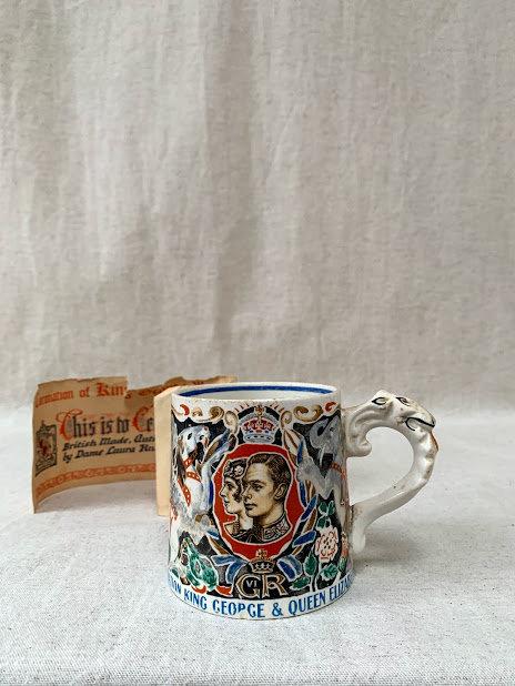 Stylish King George VI and Queen Elizabeth commemorative mug.