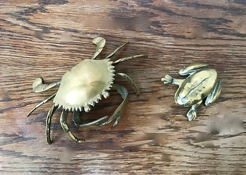 VINTAGE BRASS DETAILED CRAB AND FROG ASHTRAYS