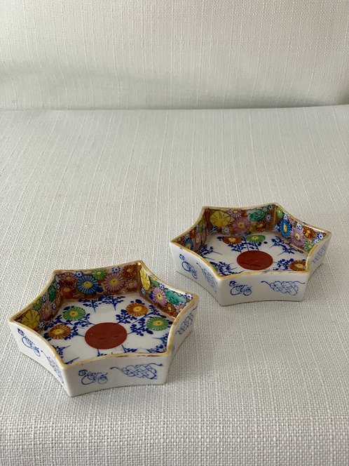 Pair of small trinket dishes.