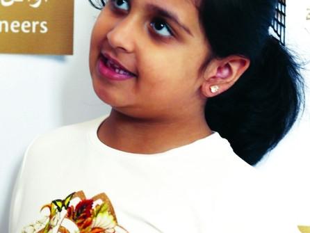عمرها 6 سنوات  «حفصة سرور» أصغر كاتبة في الإمارات