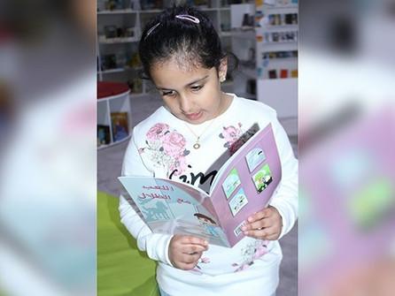 طفلة إماراتية تؤلف 5 قصص