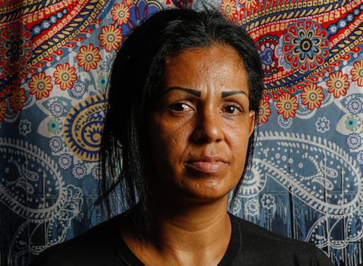 """O recomeço da venezuelana Yakari: """"Cheguei aqui com três filhos, não voltarei com dois"""""""