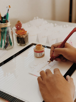 place-card-writing-calligrapher-on-site