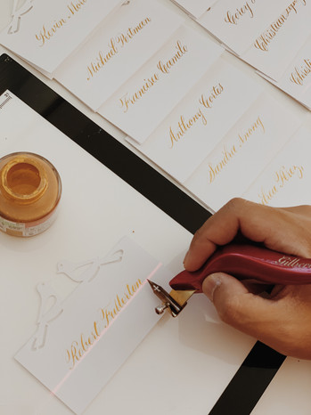 place-card-calligraphy-in-gold-ink