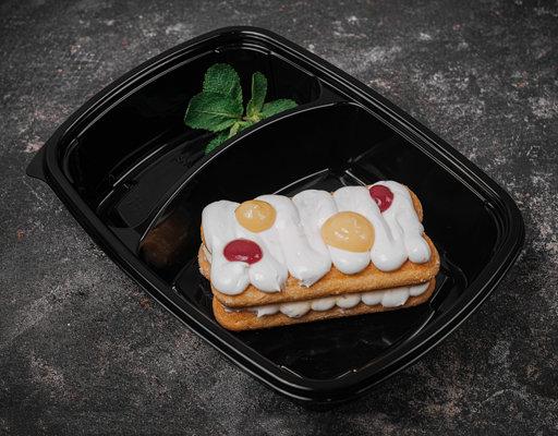 Десерт из белого шоколада с лимонным курдом и малиновым компоте