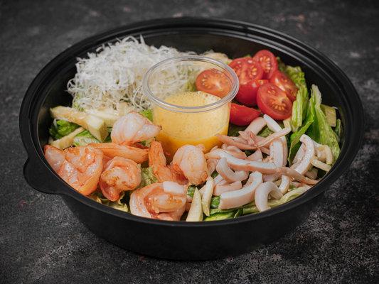 Салат с тигровыми креветками,кальмарами и цитрусовым соусом