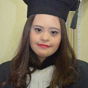 Maria Clara: enfrentou a deficiência cultural, conquistou o Ensino Médio. E agora?