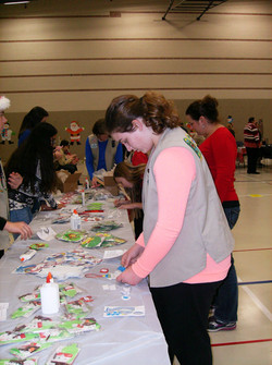 12172016 girl scouts make ornaments_edited