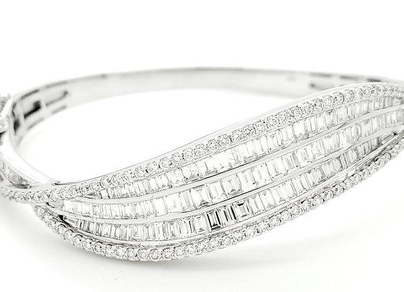 WHITE DIAMOND BAGUETTE BANGLE