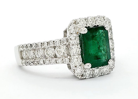 EMERALD AND WHITE DIAMOND RING