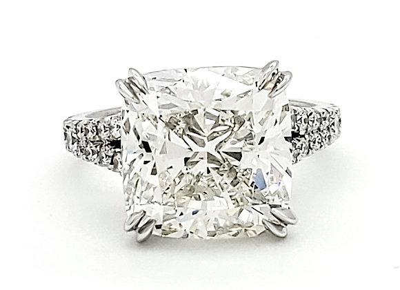 CUSHION CUT WHITE DIAMOND RING