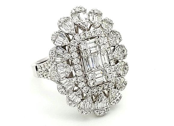 WHITE DIAMOND BAGUETTE RING