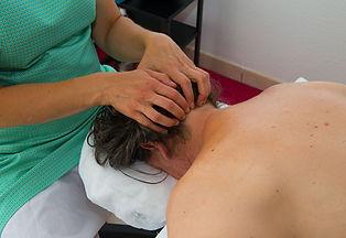 Détente et bien-être Anne Rigollet vous propose un massage du haut du corps pour vous détendre le cou, la nuque et les épaules.