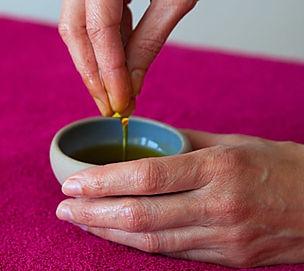 huile pour massages bien-être proposé par Anne Rigolet Détente et bien-être