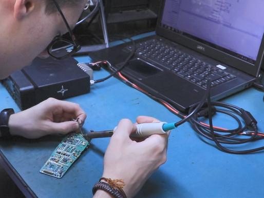 Centro de reparos técnicos: laboratório com certificações e selos  que atestam excelência