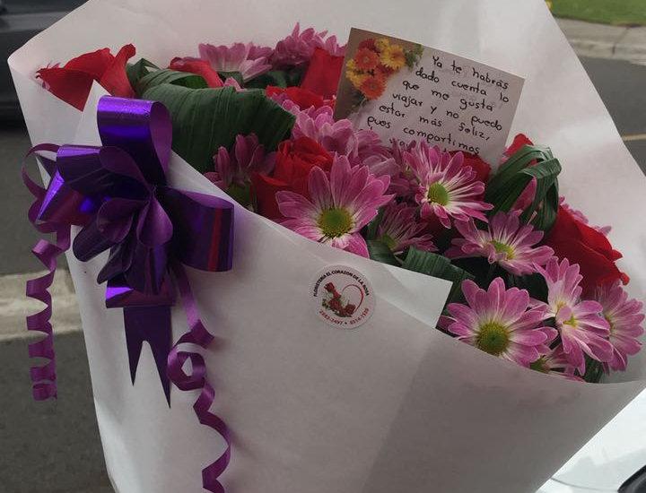 M23/Ramo de 12 rosas con margaritas
