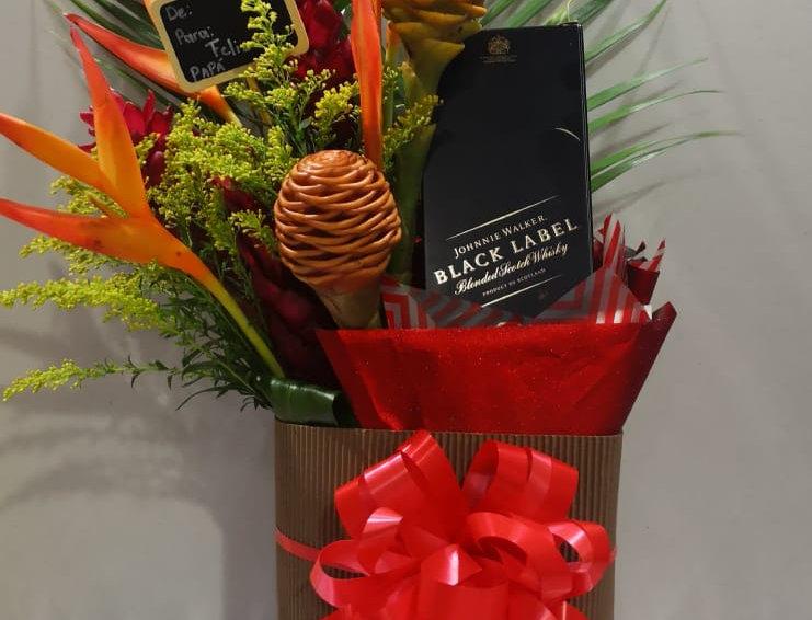 Caja de regalo con tropical y un litro de whisky negro