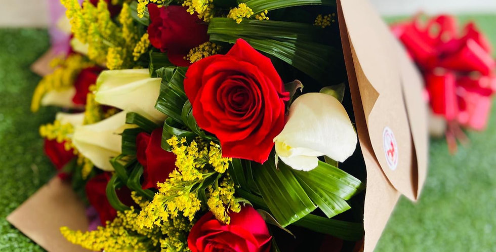 Ramo de 24 rosas decorada