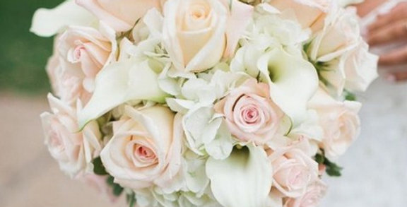 bouquet rosas con hortencias