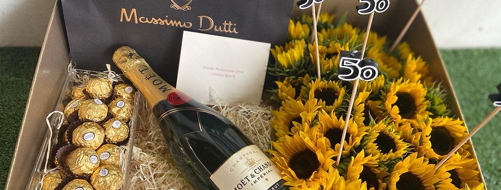 Caja decorativa ( incluye champaña y chocolates con las flores ) no el regalo