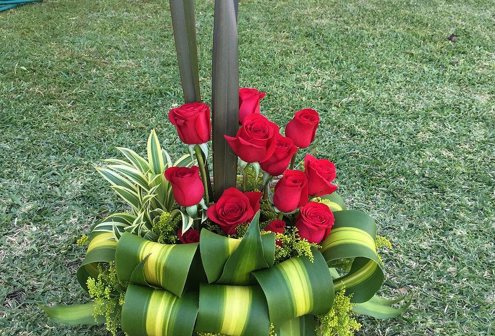 M61/Baul rustico con 12 rosas