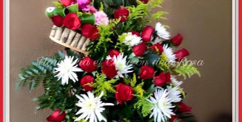 M13/ arreglo  en base de madera con rosas