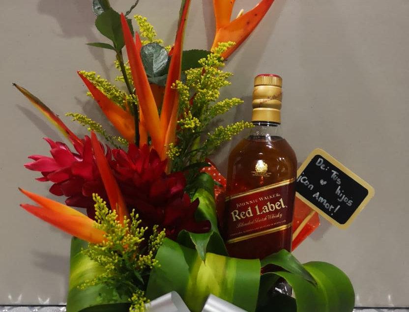Caja tropical con whisky rojo