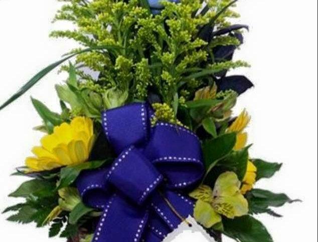 M50/Rosas azules y gerberas