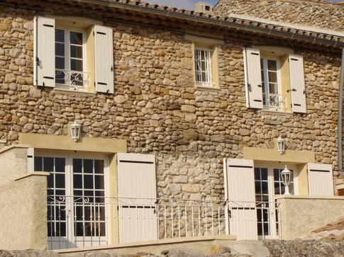facade fenetre pvc blanche