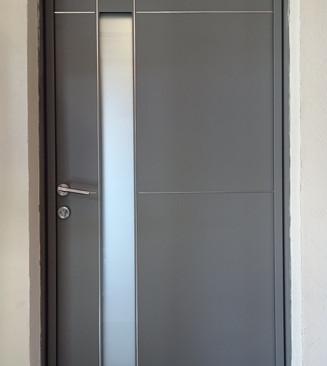 Porte d'entree en aluminium grise