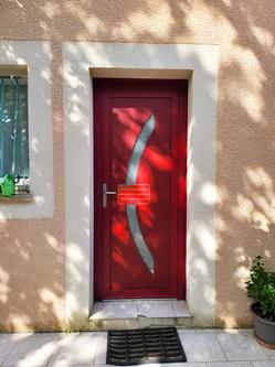 Porte d'entrée en aluminium rouge