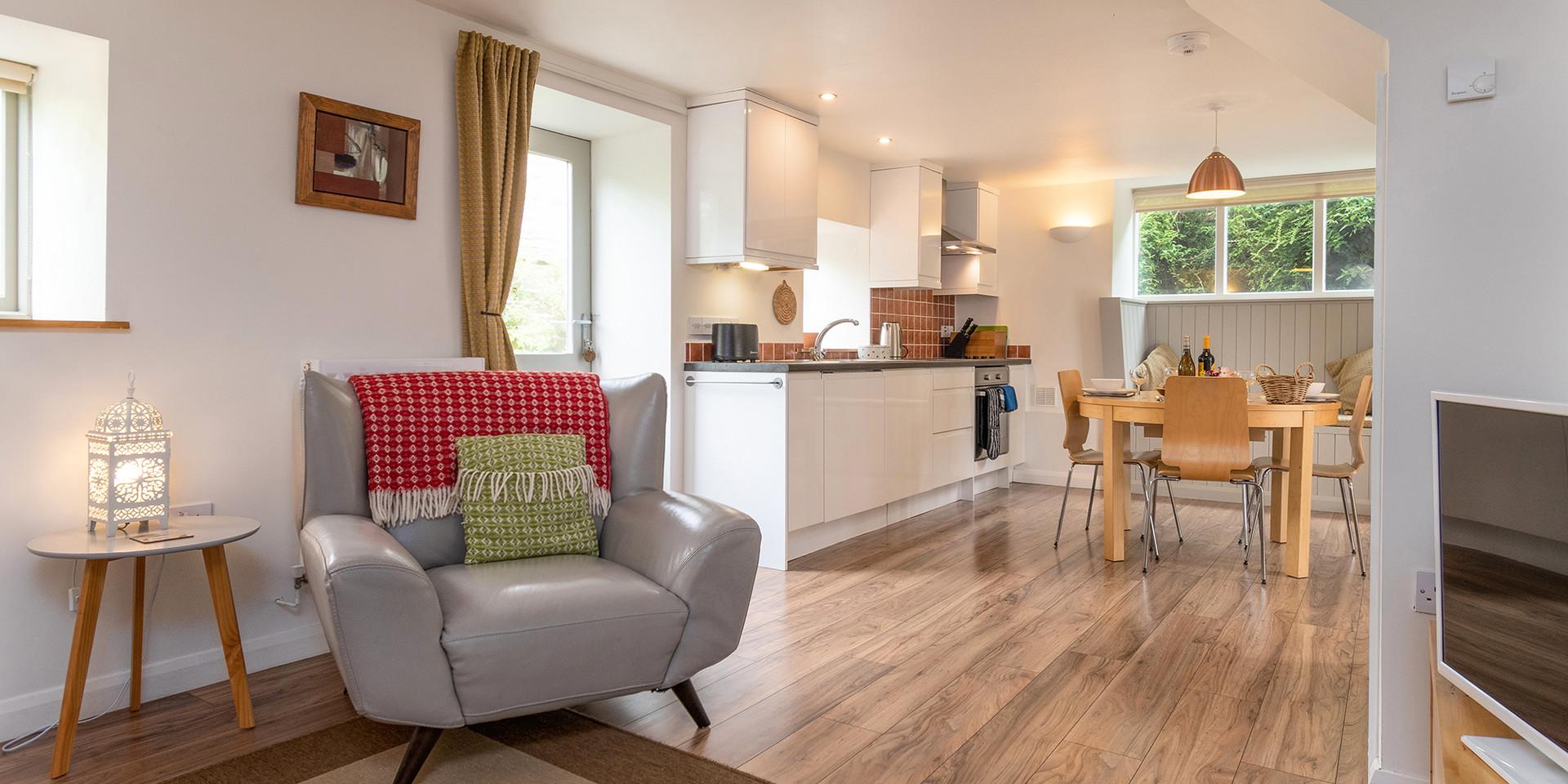 Cottage kitchen/dining