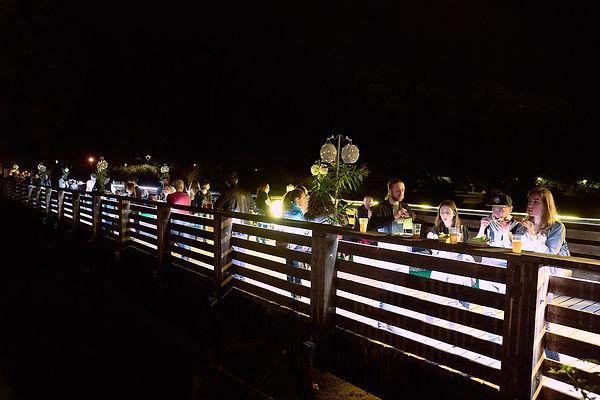 passerella del castello di Novara illuminata di notte durante street food fotografo Novara