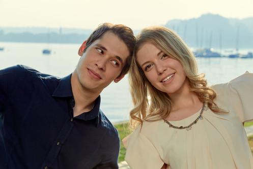Fidanzati vicino al lago di Angera, servizio di fidanzamento, fotografo di matrimonio