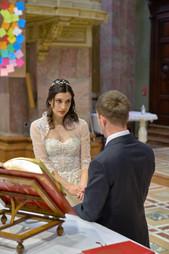 sposa, altare, promessa, basilica San Martino Magenta, fotografo matrimonio Novara,