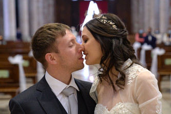 bacio sposi, basilica San Martino Magenta, fotografo matrimonio Novara,