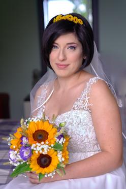 ritratto sposa seduta con bouquet, fotografo matrimonio Novara,