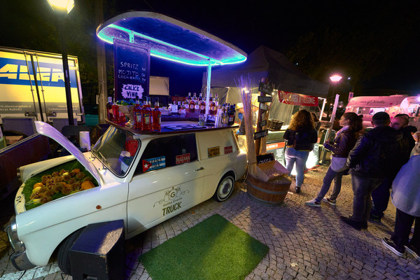 Street food automobile bar led blu fotografo eventi Novara
