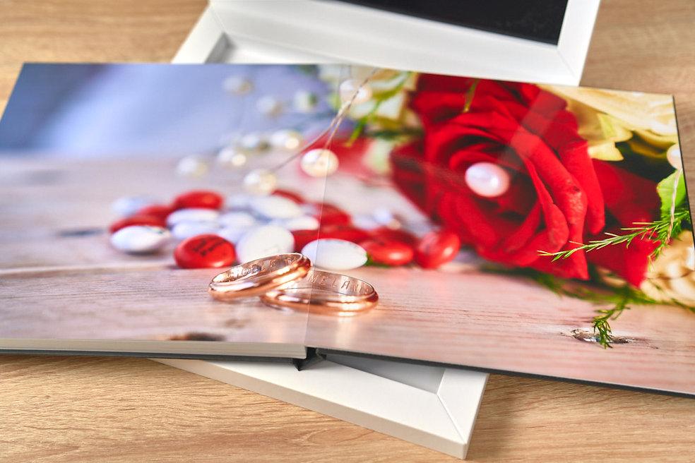 rosa e anelli stampati, young book, fotografo novara